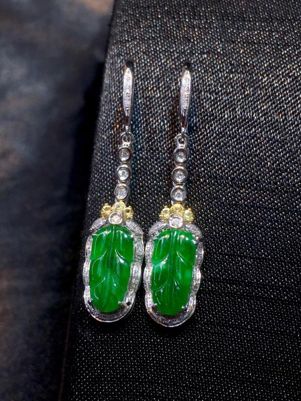 翡翠a货,满色福叶耳环,18k金镶嵌,颜色深邃,有种有水,佩戴精美