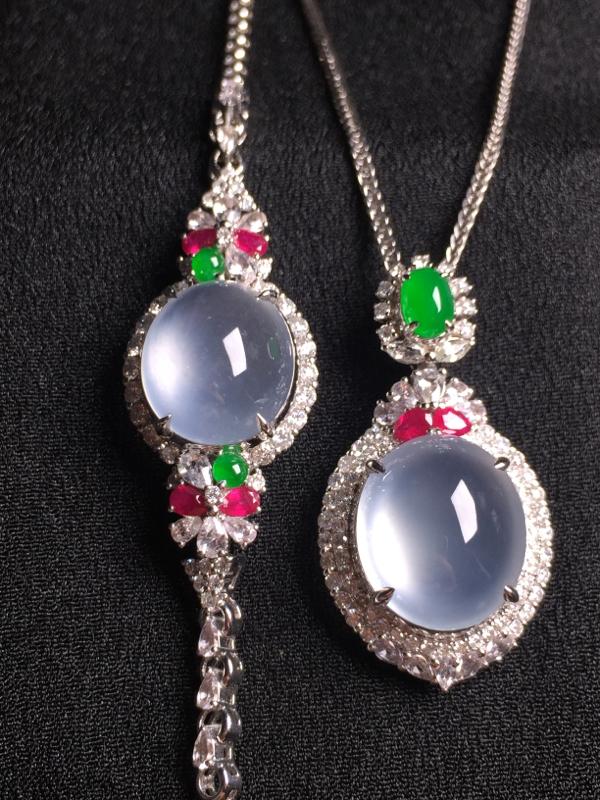 玻璃种蛋面套装(吊坠+手链),18k金钻石镶嵌,种水超好,玉质细腻。