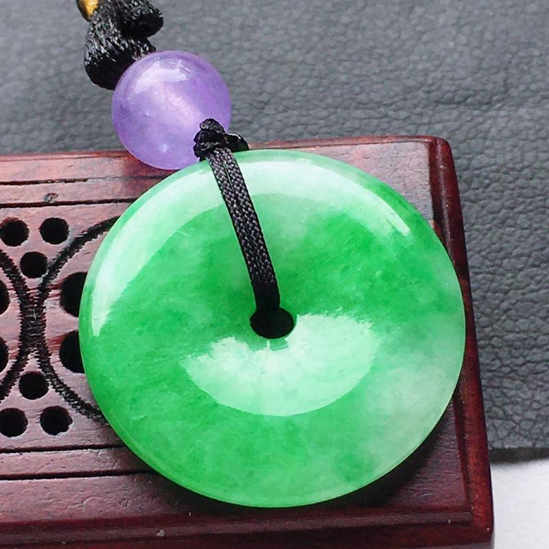 缅甸翡翠带绿平安扣吊坠(顶珠为装饰珠),自然光实拍,玉质莹润,佩戴佳品,尺寸:19.4*3.5 mm