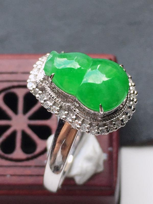 缅甸翡翠18圈口18k金伴钻镶嵌满绿葫芦戒指,自然光实拍,玉质莹润,佩戴佳品,内径:18 mm(可免