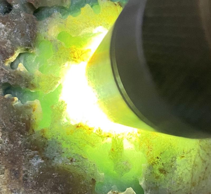 #矿区新货来袭#  【名称】9.45公斤达马坎水石开窗料       【重量】9.45公斤