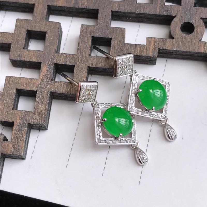 翡翠A货满绿18K金伴钻福气耳钉,包金尺寸24*12.3*5.4mm,裸石尺寸6.9*6*3mm