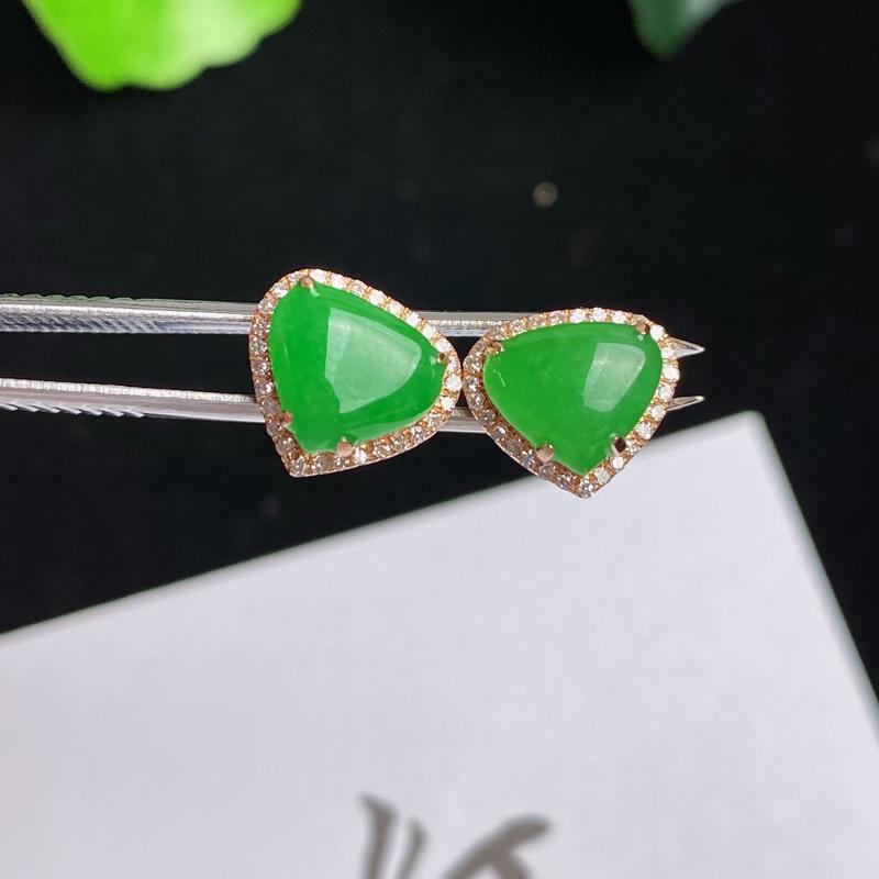A货翡翠-种好阳绿18K金伴钻心心相印耳钉,尺寸-裸石6.6*7.8*3mm整体8.5*9.7*5.