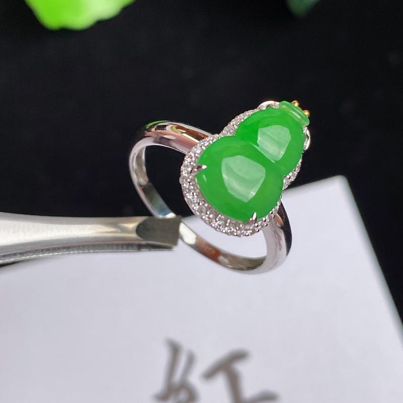 A货翡翠-种好阳绿18K金伴钻葫芦戒指,尺寸-裸石12.8*7.9*3mm整体15.6*9.9*6.
