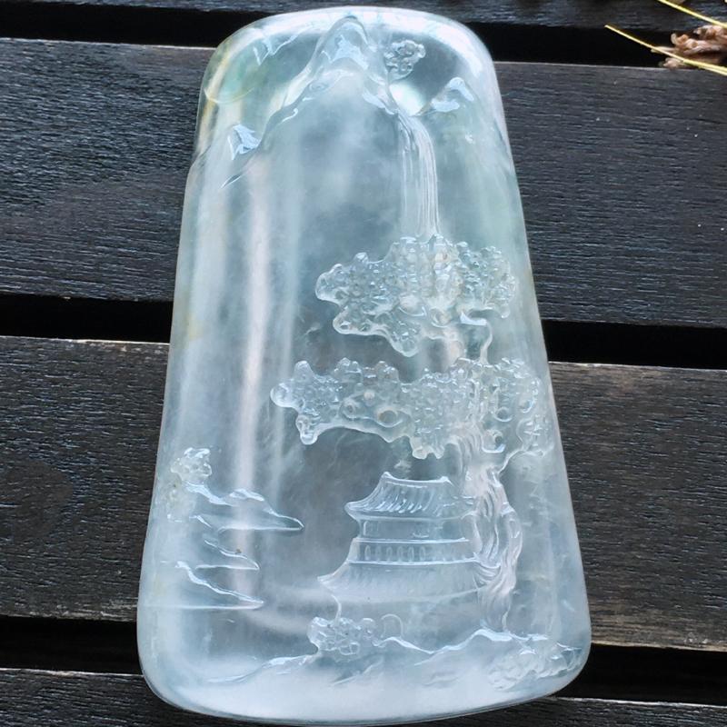 自然光实拍,缅甸a货翡翠,冰种意境牌,种好通透,水润玉质细腻,雕刻精细,饱满品相佳,有孔可直接佩戴。