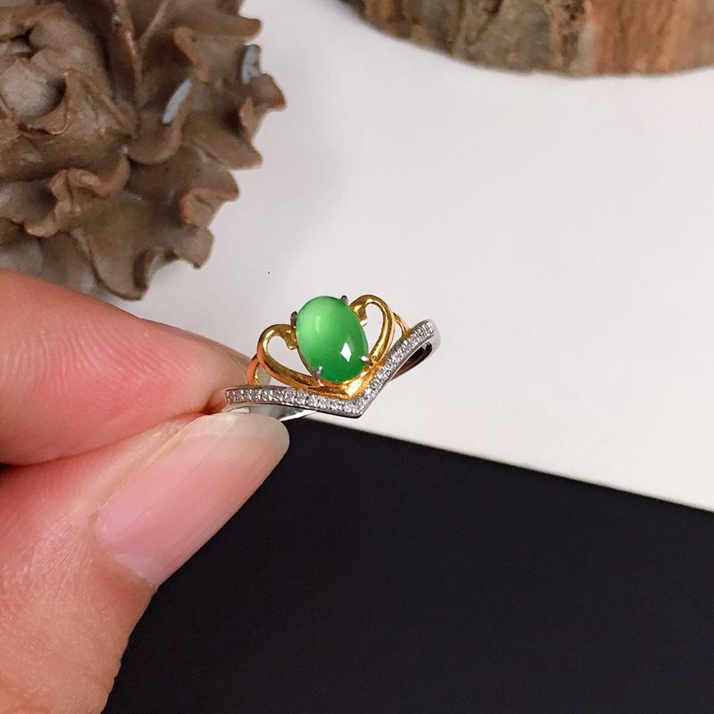 冰种翠绿翡翠戒指,种水好,色泽清新迷人,上手效果漂亮,指圈#13,尺寸:6.2*4.3*3