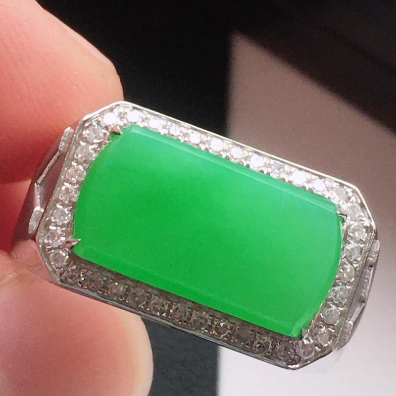 精品翡翠18k镶嵌伴钻戒指,玉质莹润,佩戴效果更美,尺寸:内径尺寸:19.1MM,裸石尺寸:7.7*