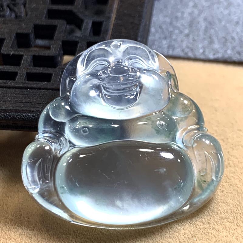 传承佳品佛性常清静,何处有尘埃。高冰近玻璃荧光飘花佛公,料子冰透水润,玻璃光泽,胶感十足,荧光