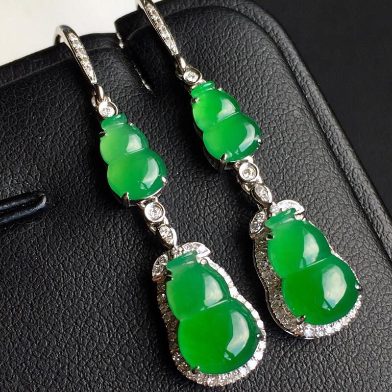 18k金镶钻,满绿葫芦二合一耳坠,佩戴效果更佳,整体尺寸8.4*28.1*5.7