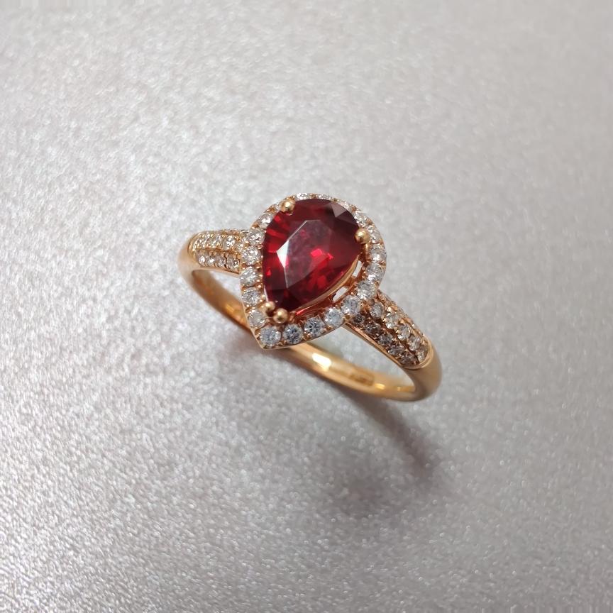 【戒指】无烧红宝石+18k金+钻石  宝石颜色纯正 主石:0.66ct   货重:2.90g   手