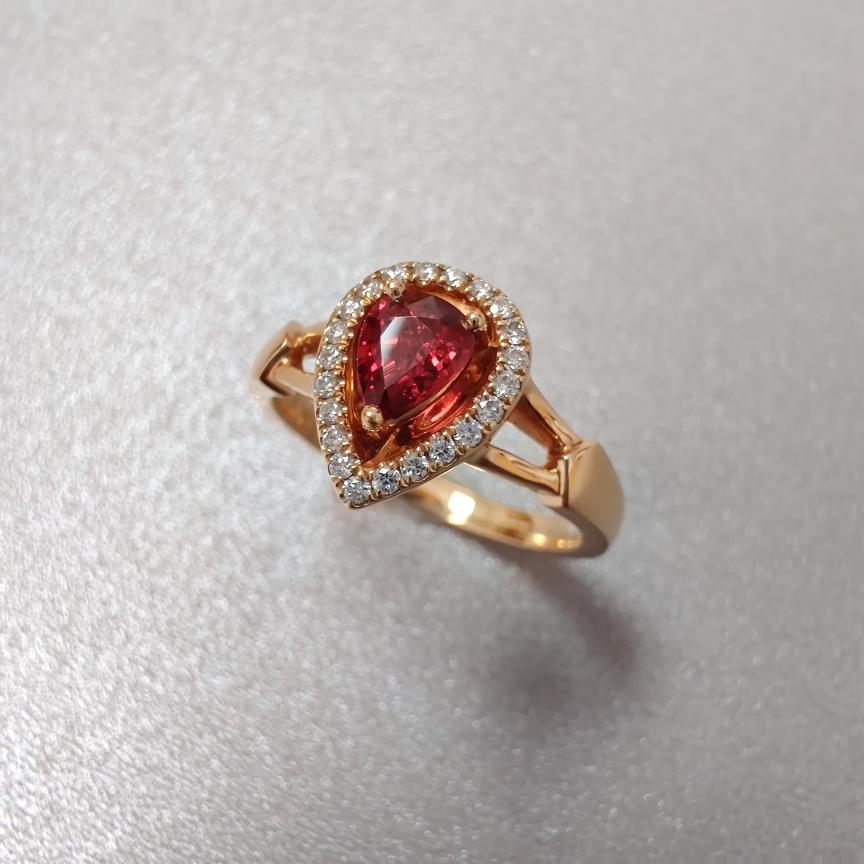 【戒指】红宝石+18k金+钻石  宝石颜色纯正 主石:0.39ct   货重:4.75g   手寸: