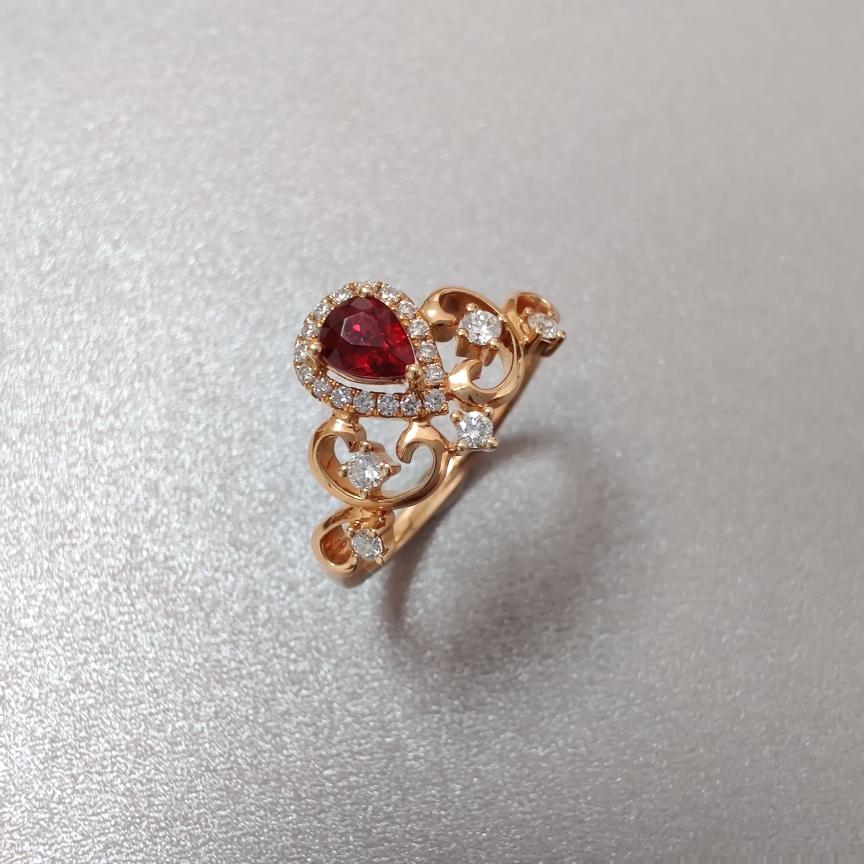 【戒指】红宝石+18k金+钻石  宝石颜色纯正 主石:0.43ct   货重:2.98g   手寸: