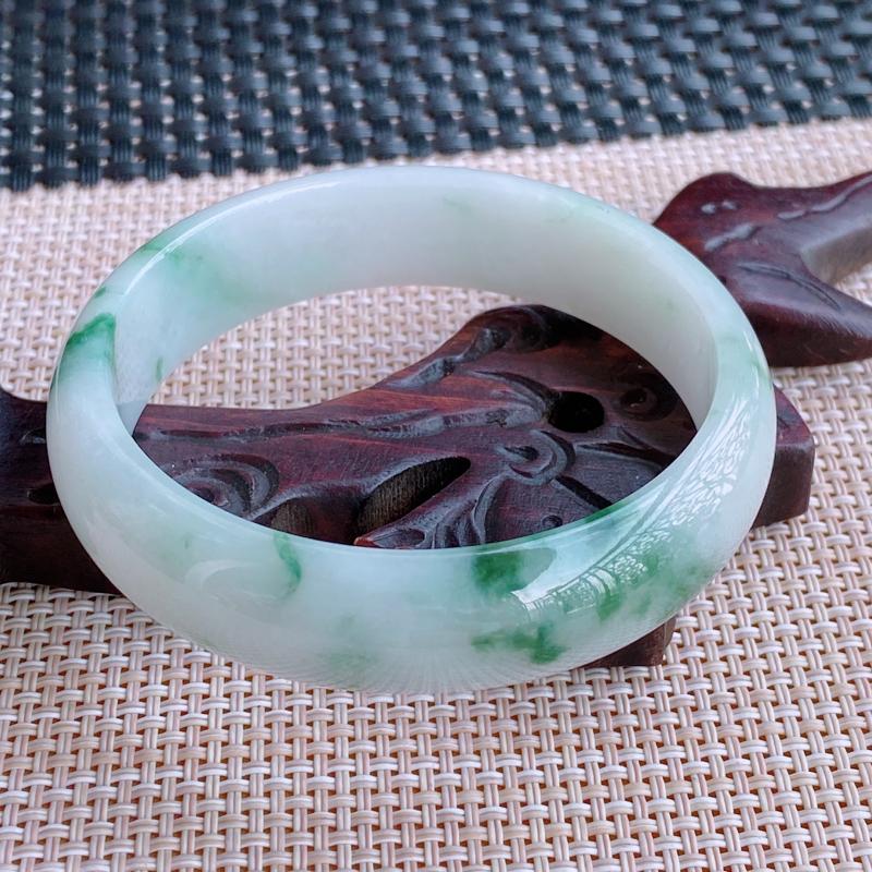 尺寸:58.5/15.2/7,A货翡翠冰透带绿宽边手镯,编号0923xss