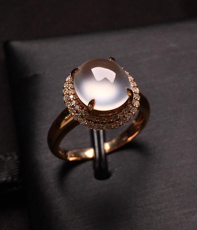 18K金钻镶嵌冰种蛋面戒指 冰透起光 质地细腻 圆润饱满 款式新颖时尚 上手亮眼 唯美 圈口12.5