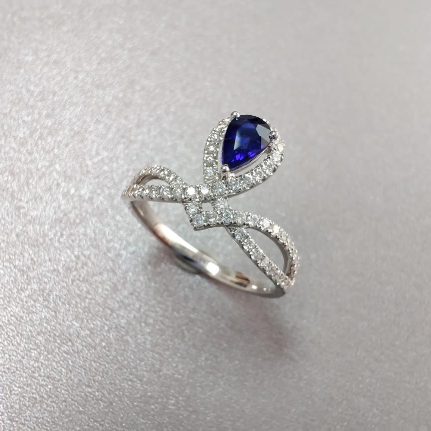 【戒指】蓝宝石+18k金+钻石  宝石颜色纯正 主石:0.53ct   货重:2.79g   手寸: