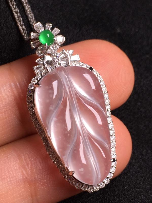 玻璃种玉叶吊坠,18k金钻石镶嵌,种水超好,玉质细腻。