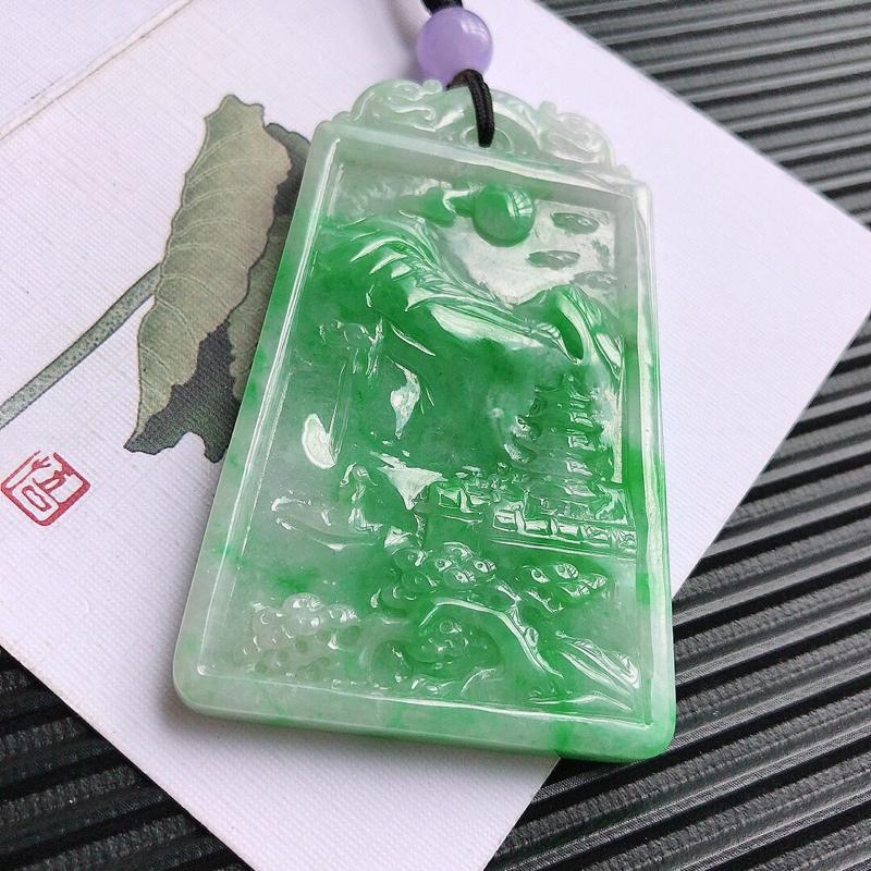 飘绿山水牌吊坠,/9.21翡翠A货,尺寸:63*40*7mm,编号:t,顶珠是装饰品