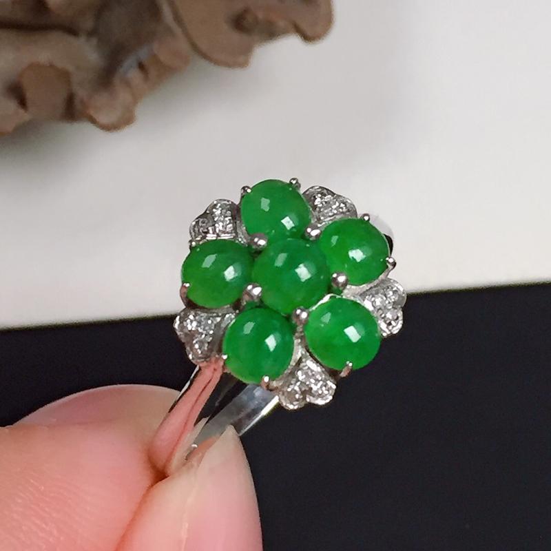 细糯翠绿翡翠戒指,料子细腻光滑,色泽鲜艳,指圈:13#,尺寸:11.2-11.1-2.8