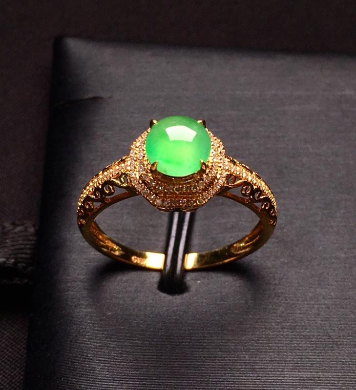 18K金钻镶嵌翠绿蛋面戒指 质地细腻 款式新颖时尚唯美 上手亮眼 精致 圈口14.5整体尺寸8.8*