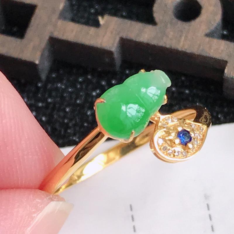 翡翠A货满绿18K金伴钻招财葫芦戒指,包金厚4.4mm,裸石尺寸7.5*4.6*3mm,内径17.2