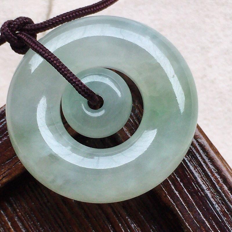 母子平安环,缅甸翡翠带绿母子平安环吊坠,自然光实拍,玉质莹润,佩戴佳品,尺寸:22.9*6.5 mm