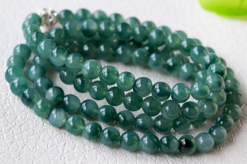 飘花圆珠链,玉质细腻,种水十足,色泽清爽,优雅大方,尺寸6.2,共108颗