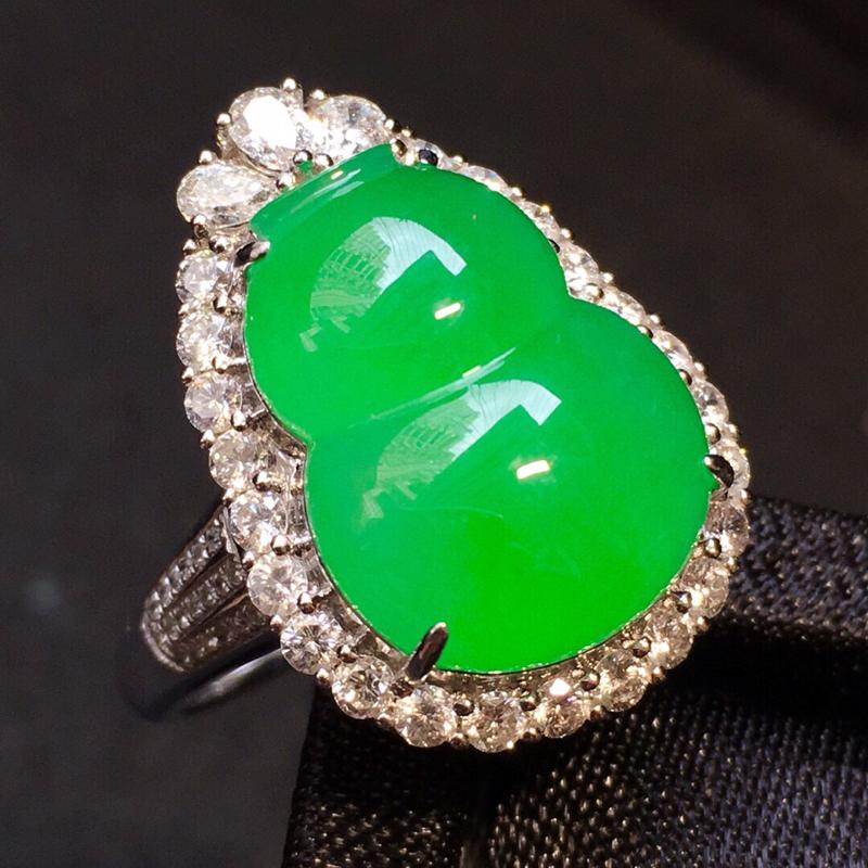 冰阳绿葫芦戒指两用款,通透厚装,颜色艳丽! 裸石16*12*4.5,整体26.5*15.5*10.5
