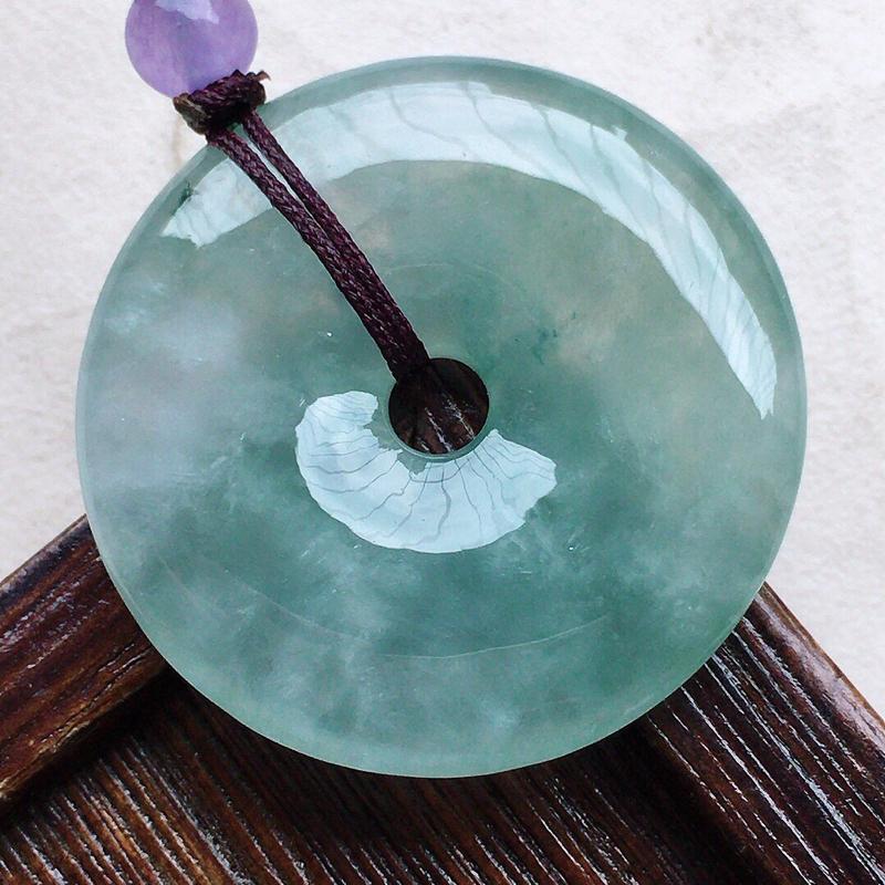 缅甸翡翠平安扣吊坠(顶珠为装饰珠),自然光实拍,玉质莹润,佩戴佳品,尺寸:34.7*5.6 mm,重