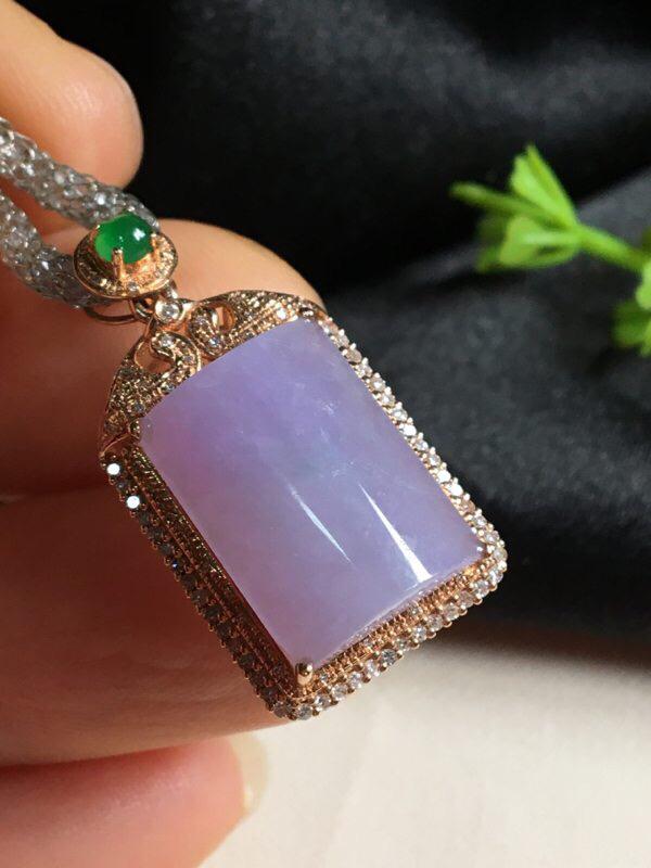 红翡绿翠紫为贵,好漂亮的紫平安项坠,平安吉祥,浓紫见光不失,水润,饱满,尺寸27.9*14.7*9.
