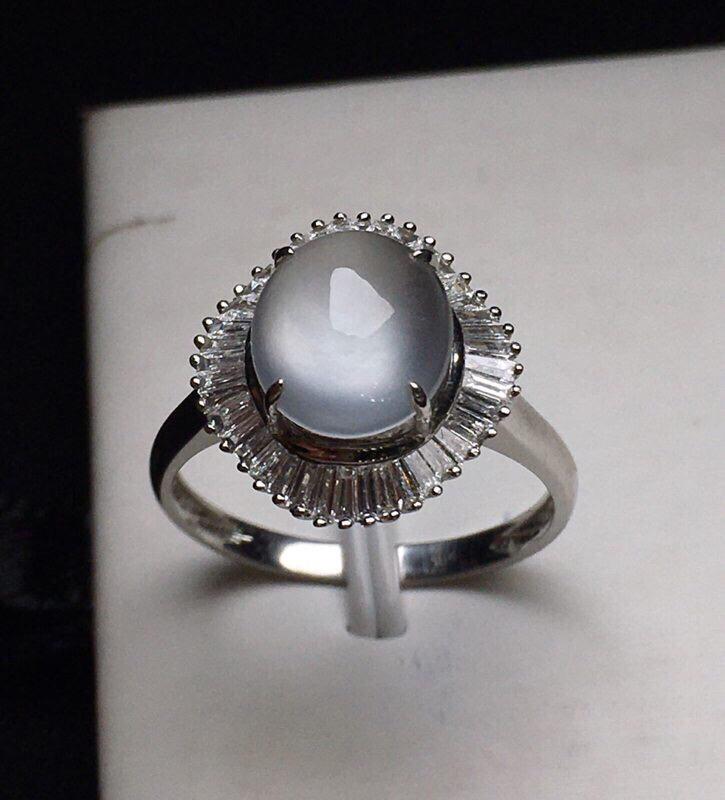 蛋面戒指 款式精美 18K金钻镶嵌 水润饱满起光 冰种质地细腻 圈口13 整体尺寸14.5*13.6