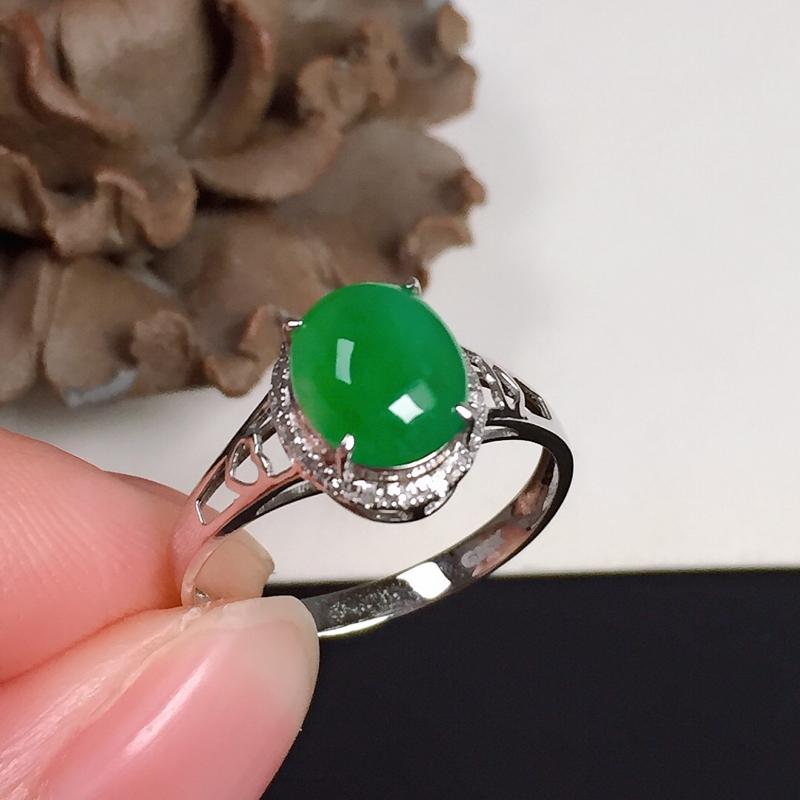 细糯翠绿翡翠戒指,色泽鲜艳夺目,底子细腻,指圈:14#,尺寸:8-6.7-4.2