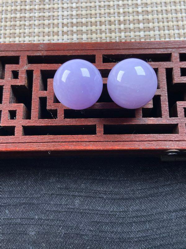 紫罗兰珠子一对 料子细腻 水润无纹裂 饱满圆润 可镶嵌做耳坠 实物颜色淡点