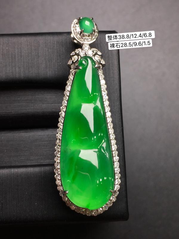 阳绿福豆,18k金豪华镶钻,无纹无裂,种好色好,质量杠杠的,性价比超高