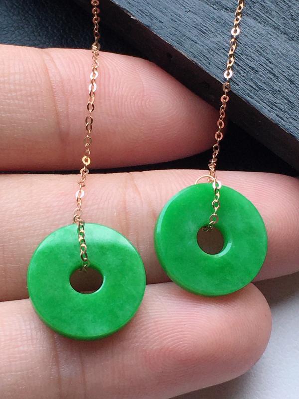 缅甸翡翠18K金镶嵌满绿平安扣耳坠,玉质细腻,雕工精美,佩戴送礼佳品,裸石尺寸:12.9*2.0 M