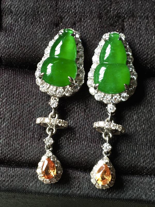 冰满绿葫芦耳钉,色辣水润,饱满无裂,裸石13/7.2/5-总长度32.2mm
