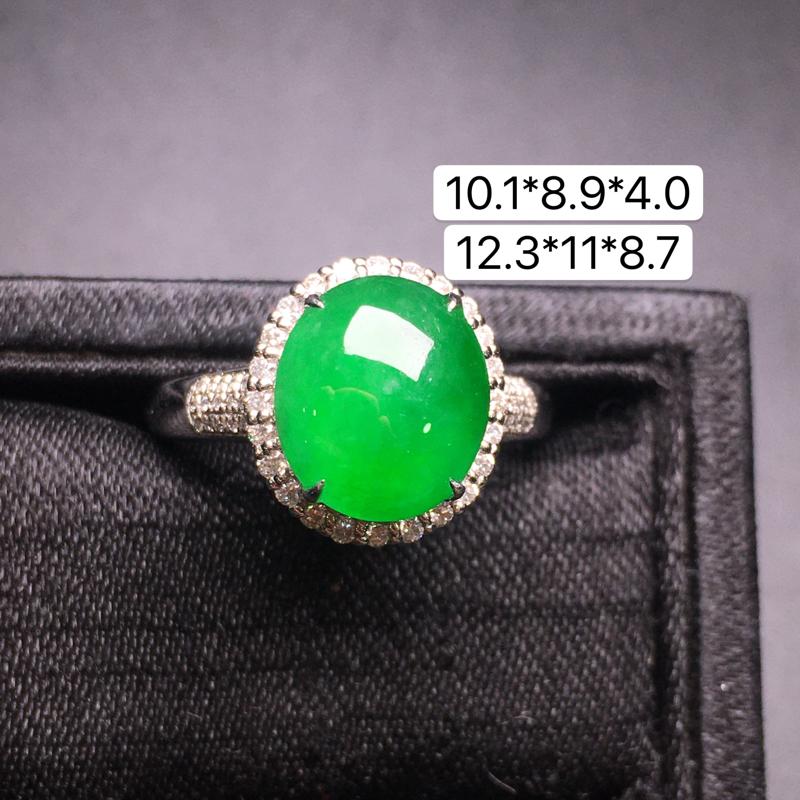 满绿蛋面戒指,18K金镶嵌,无纹无裂,玉质细腻,质量杠杠的,性价比超高
