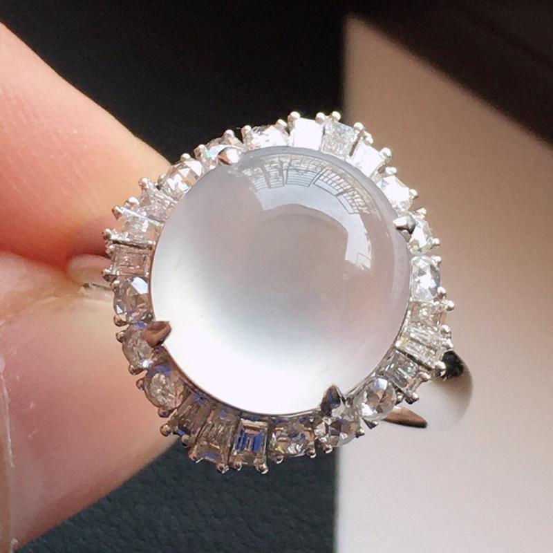精品翡翠18k镶嵌伴钻戒指,玉质莹润,佩戴效果更美,尺寸:内径尺寸:17.6MM,裸石尺寸:11.7