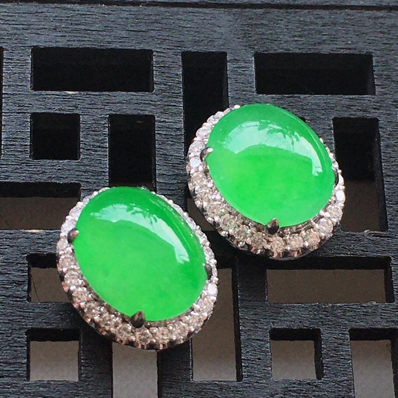 精品翡翠18k镶嵌伴钻耳钉,玉质莹润,佩戴效果更美,尺寸:裸石尺寸:9.5*8*2.6MM,总质量: