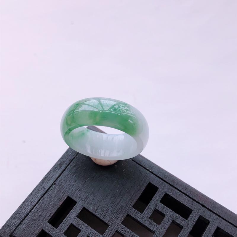 飘绿花翡翠戒指 指环 尺寸:18.2*8.1*3.1mm