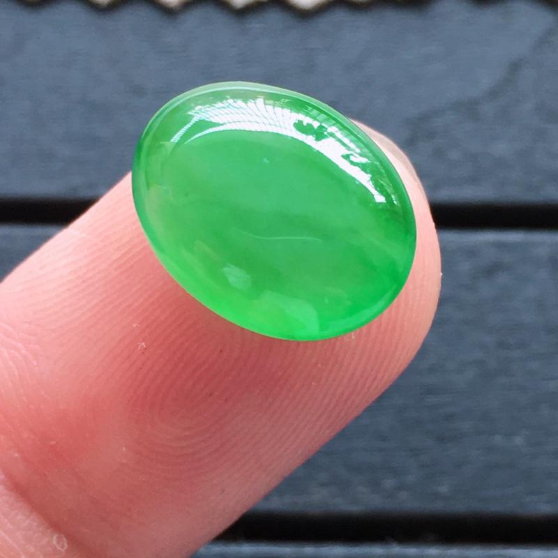 阳绿蛋面,自然光实拍,缅甸a货翡翠,种好通透,颜色阳绿,艳丽迷人,莹润细腻,大个饱满,品质高档