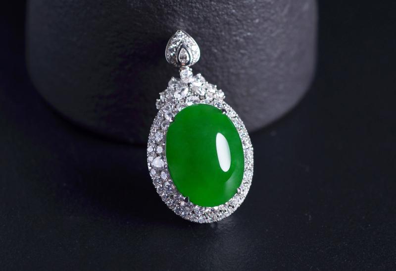 G18K翠色两用戒指,裸石饱满 镶嵌工艺精致 大气 两用设计佩戴实用又大方,裸石尺寸:20.8-17