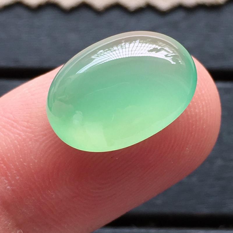 绿蛋面,自然光实拍,缅甸a货翡翠,满绿蛋面,种好通透,胶感十足,颜色超美,甜美清新,高贵迷人,大个饱
