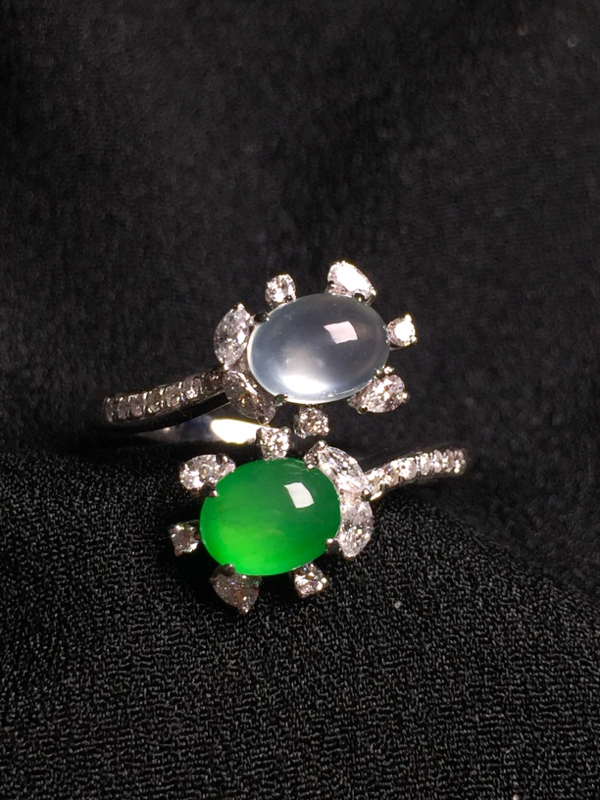 (冰+绿)二合一戒指,18k金钻石镶嵌,种水超好,玉质细腻。**