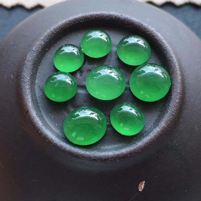 绿蛋面,自然光实拍,缅甸a货翡翠,满绿蛋面8个,种好通透,颜色艳丽,玉质细腻,精致迷人,镶嵌佳品,大