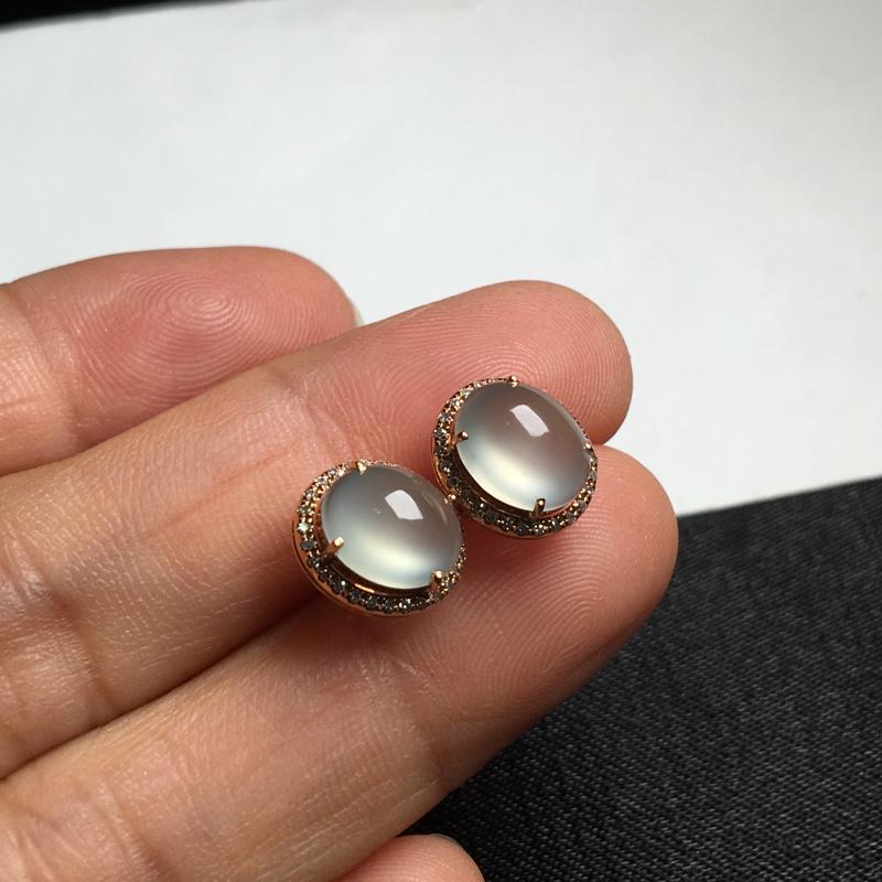 18K金钻石镶嵌冰种起光耳钉,微微底色,实物饱满精致,祼石尺寸:8.3*7*3.8,整体尺寸:10.