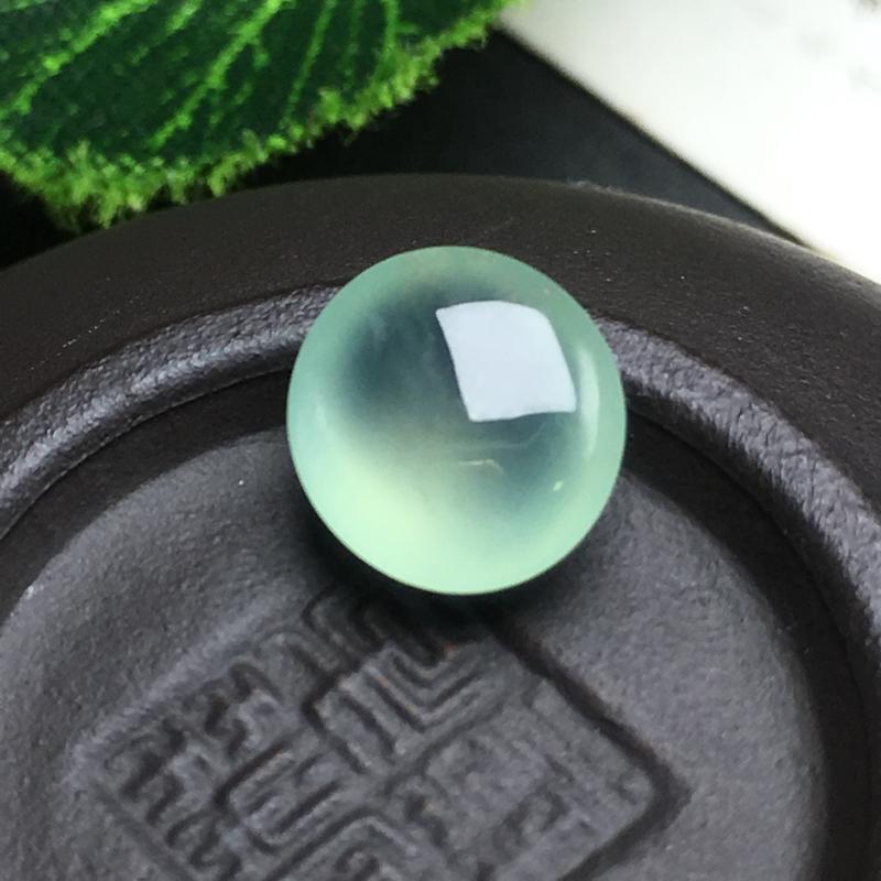 冰种晴水蛋面裸石,种老水足,底子细腻,饱满圆润,干净起光,饱满圆润。可镶嵌成戒指。尺寸:9.0-8.4-4.8