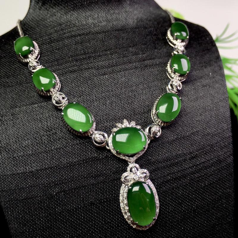 满绿项链,色艳浓郁,冰润清爽,裸石:10.3*6.5*2.3 整体:64.6*21.5*5.6(1