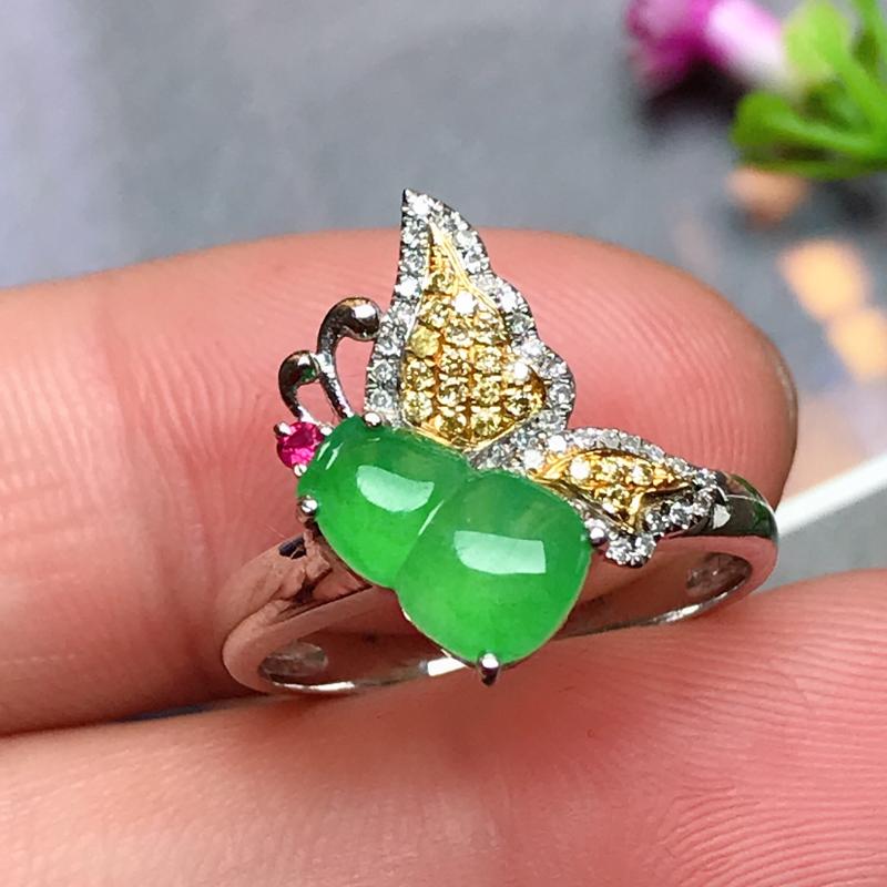 18k伴钻镶嵌,满绿葫芦戒指,玉质莹润,颜色鲜艳,款式精美别致,佩戴贵气,戒圈13#