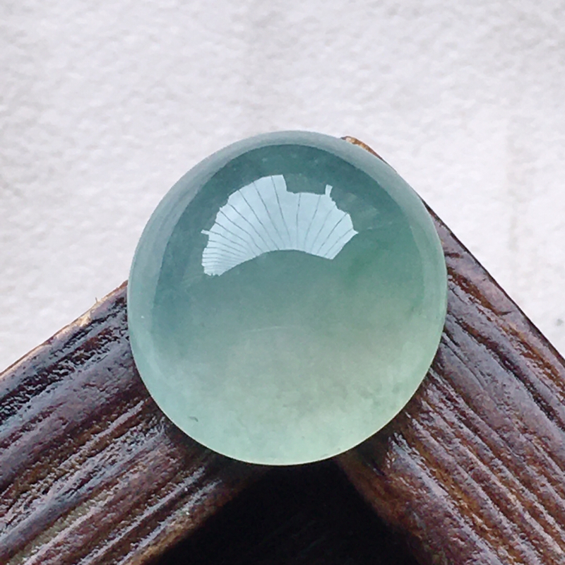 蛋面镶嵌件,缅甸翡翠蛋面镶嵌,自然光实拍,玉质莹润,佩戴佳品,尺寸:13.0*11.7*5.6 mm