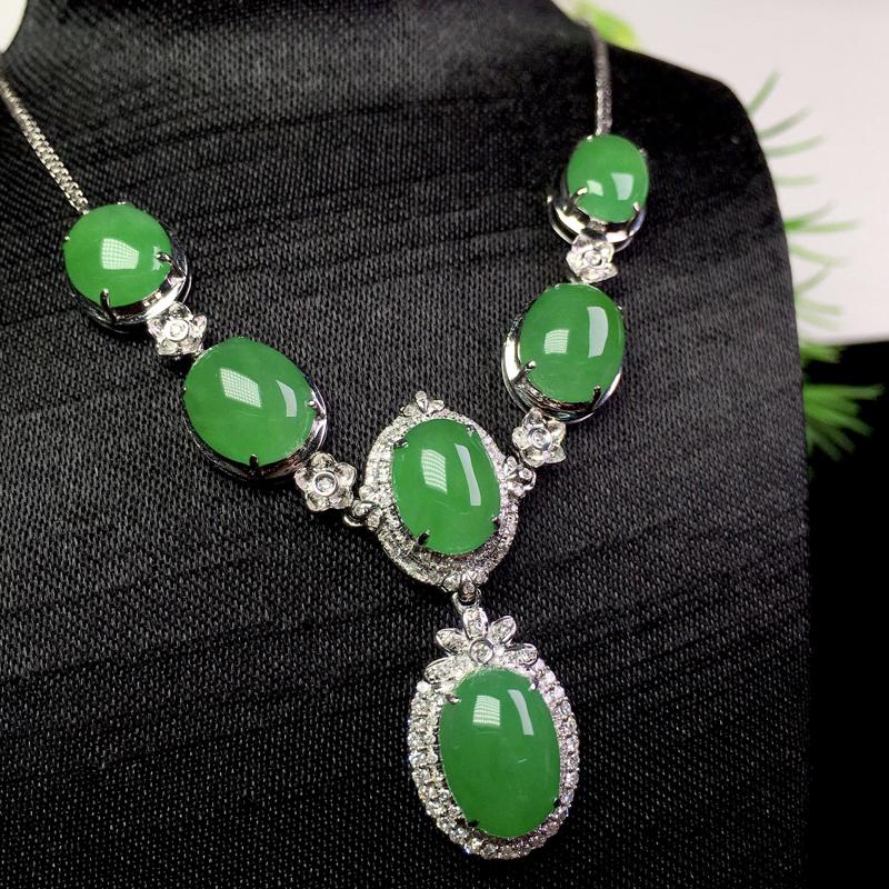 满绿项链,冰润色艳,大件饱满细腻,裸石:10.5*7.3*3.2 整体:51*22.2*8.2(1